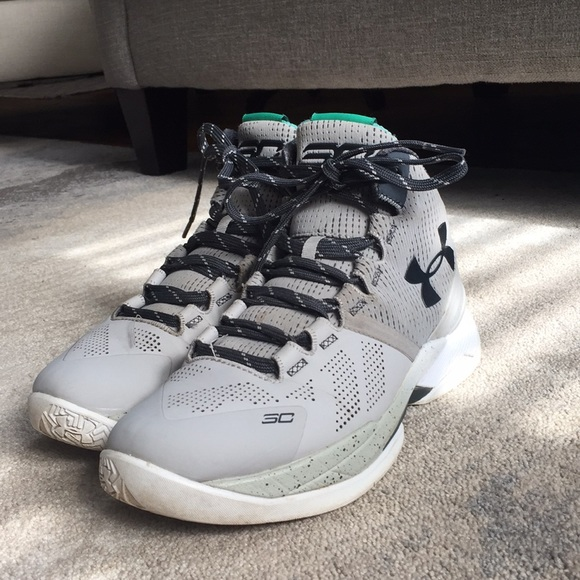 Curry 2. Youth size 5.5. M 5aa69216a825a672ba564ef0 404bbc468